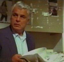 Michele Placido è Enzo Tortora nel film Un uomo perbene