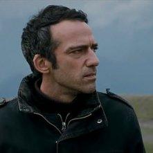Primo piano di Rafi Pitts dal film Shekarchi (The Hunter)