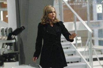 Julie Benz in una scena dell'episodio No Ordinary Double Standard di No Ordinary Family