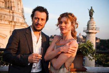 Stefano Accorsi con Vittoria Puccini nel film La vita facile