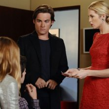 Blake Lively, Connor Paolo (di spalle), Kevin Zegers e Kelly Rutherford nell'episodio While You Weren't Sleeping di Gossip Girl
