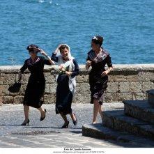 Federica De Cola, Anna Valle ed Alessandra Mastronardi in un momento della fiction Atelier Fontana - Le sorelle della moda