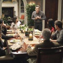 La famiglia Walker a cena nell'episodio Safe at Home di Brothers & Sisters