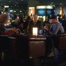 Scott 'Carrot Top' Thompson, George Eads e Paul Guilfoyle nell'episodio Man Up di CSI: Scena del crimine