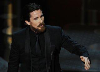 Christian Bale riceve l'Oscar 2011 per l'interpretazione in The Fighter