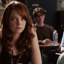 Emma Stone tra i banchi di scuola nel film Easy A
