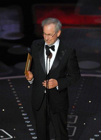 Oscar 2011: Spielberg annuncia il premio per il miglior film, l'ultimo della serata