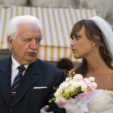 Bruno Gambarotta e Roberta Giarrusso nell'episodio Matrimonio con delitto della serie Il commissario Manara