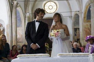 Guido Caprino e Roberta Giarrusso nell'episodio Matrimonio con delitto della serie Il commissario Manara
