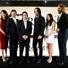 Ancora una foto di gruppo per il divertito cast di 47 Ronin