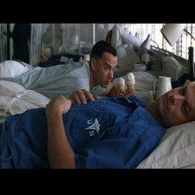 Gary Sinise e Tom Hanks in una scena del film Forrest Gump