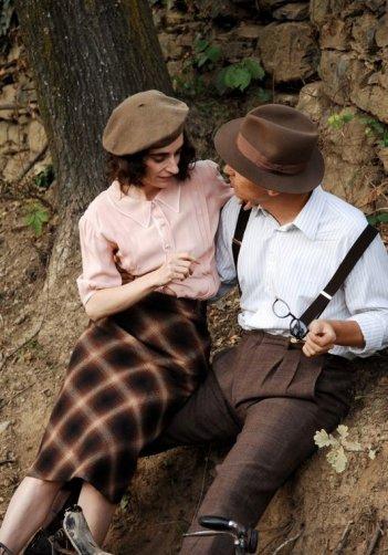 Lara Guirao con Fabrizio Rizzolo in una scena di Le stelle inquiete