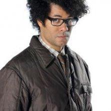 Richard Ayoade è Moss in una immagine promozionale della stagione 4 di IT Crowd