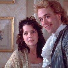 Tom Hulce e Elizabeth Berridge in una scena del film Amadeus (1984)