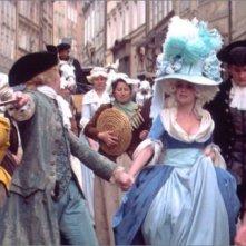 Tom Hulce e Elizabeth Berridge in una sequenza del film Amadeus (1984)