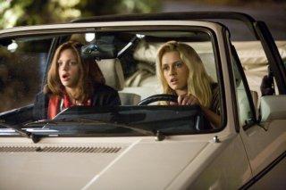 Anna Faris con Teresa Palmer nella commedia Take Me Home Tonight