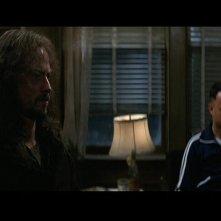 Gary Sinise e Tom Hanks (sullo sfondo) in una scena del film Forrest Gump (1994)