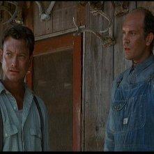Gary Sinise in una scena del film Uomini e topi (1992) con Malkovich