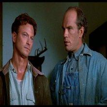 Gary Sinise in una scena del film Uomini e topi (1992) accanto a John Malkovich