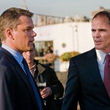 Matt Damon con Michael Kelly nel film I guardiani del destino