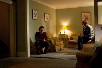 Tom Hiddleston e Kate Fahy in un'immagine di Archipelago