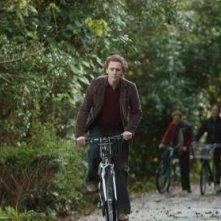 Tom Hiddleston in una scena del film Archipelago