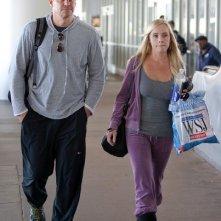 David Boreanaz e sua moglie Jaime Bergman arrivano all'aeroporto di Los Angeles