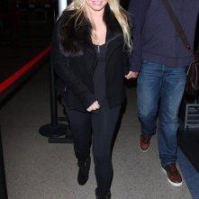 Jessica Simpson e il fidanzato Eric Johnson partono da Los Angeles tarda notte