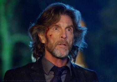 Lionel Luthor (John Glover) nell'episodio Beacon di Smallville