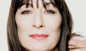 Anjelica Huston produttrice teatrale in 'Smash'