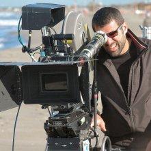 Il regista Matteo Cerami sul set del film Tutti al mare