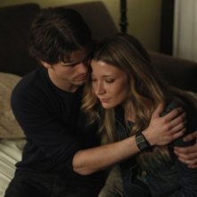 Jason Ritter e Sarah Roemer nell'episodio Inostranka di The Event
