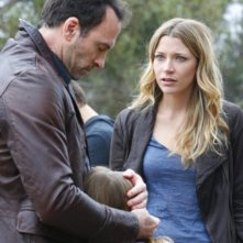 Scott Patterson, Anna Clark e Sarah Roemer nell'episodio And Then There Were More di The Event