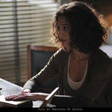 Ana Caterina Morariu in una scena dell'episodio L'età del dubbio de Il commissario Montalbano