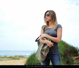 Belen Rodriguez in un momento dell'episodio Il campo del vasaio de Il commissario Montalbano