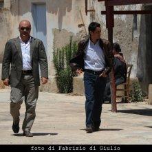 Luca Zingaretti e Peppino Mazzotta dell'episodio La caccia al tesoro de Il commissario Montalbano
