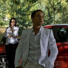 Guillaume Gouix e Béatrice Dalle in una scena del film Jimmy Rivière