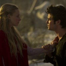 Amanda Seyfried con Shiloh Fernandez in Red Riding Hood