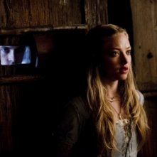 Amanda Seyfried in un momento di tensione in Red Riding Hood