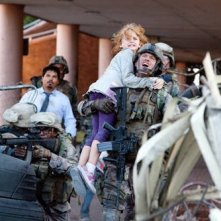 Michael Pena, Ne-Yo, Joey King e Aaron Eckhart in Battle: Los Angeles