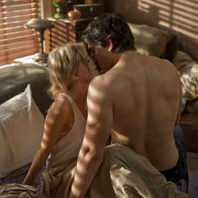 Brandon Routh e Anita Briem in una scena di Dylan Dog