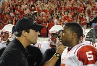 Kyle Chandler e Michael B. Jordan in una scena dell'espisodio finale di Friday Night Lights Always
