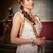 """Lucy Lawless in una foto promozionale della serie \""""Spartacus: gods of the arena\"""""""