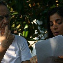 Marco Bellocchio con Donatella Finocchiaro si consultano sul set del film Sorelle Mai