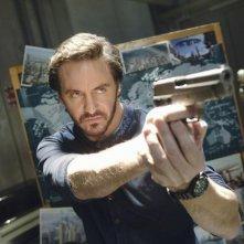 Charles Mesure nell'episodio Devil in a Blue Dress di V