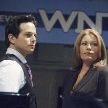 Ona Grauer e Scott Wolf in una scena dell'episodio Devil in a Blue Dress di V