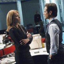 Ona Grauer e Scott Wolf nell'episodio Devil in a Blue Dress di V