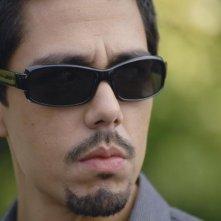 Zak Santiago nell'episodio Uneasy Lies the Head di V