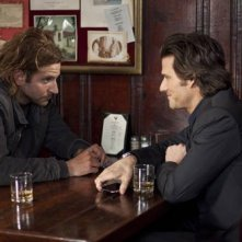 Bradley Cooper e Johnny Whitworth in una scena del thriller Limitless