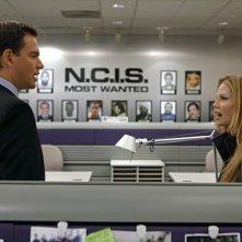 Michael Weatherly e Sarah Jane Morris nell'episodio One Last Score di NCIS